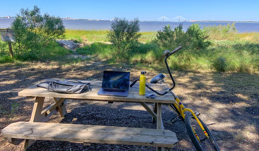 Zizzle Outdoor Office